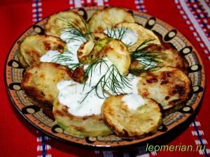 Жареные кабачки с кефирно-чесночным соусом