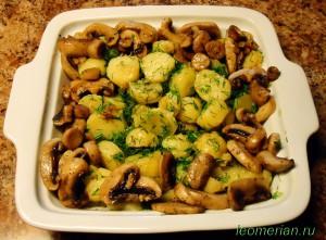 Тушенный молодой картофель с грибами по-болгарски