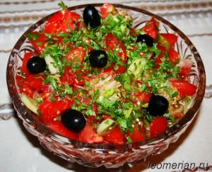Овощной салат с печеным перцем и баклажанам