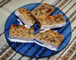 Мягкий корж с курагой, изюмом и грецкими орехами по-болгарски