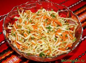 Салат из белокочанной капусты с морковкой по-болгарски