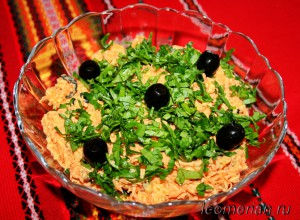 Салат с морковью и маслинами
