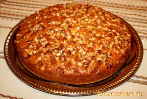 Пирог с лукумом и грецкими орехами