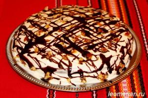Сметанный торт с персиками и карамелью