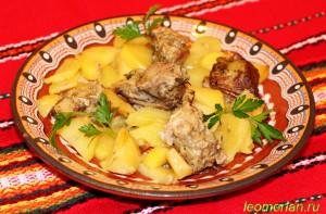 Свиные ребра, запеченные с картошкой