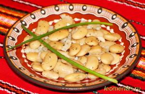 Салат из белой фасоли по-болгарски