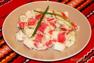 Закуска из крабовых палочек со сливками по-болгарски